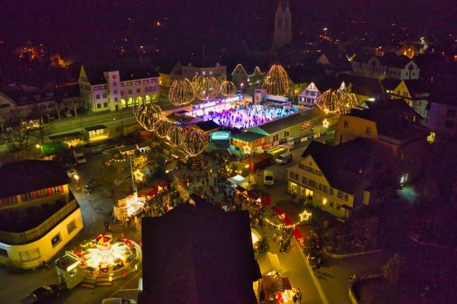 Das Eisfeld auf dem Amriswiler Marktplatz soll auch in diesem Winter viele Besucherinnen und Besucher aus der Region anlocken.