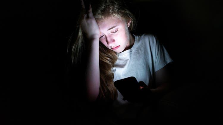 Das Smartphone ist ständiger Begleiter. Ein gesunder Umgang will gelernt sein. (Bild:iStockphoto)