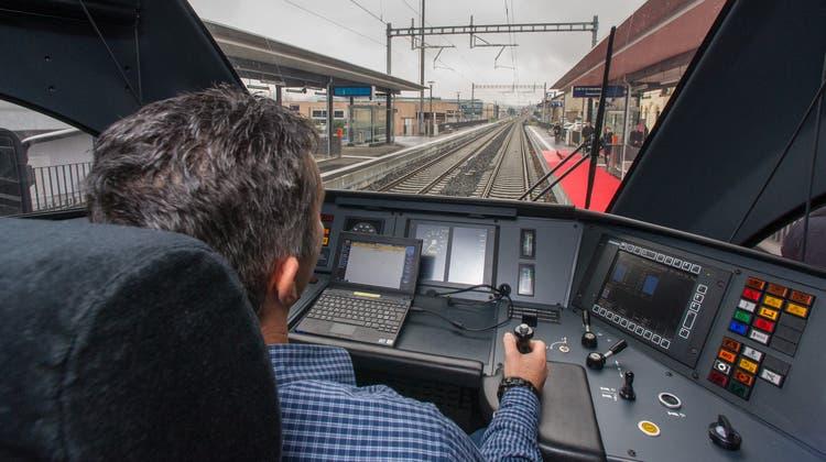 Wie viele Lokführer fehlen der SBB? Die Meinungen gehen auseinander. (Bild: Keystone)