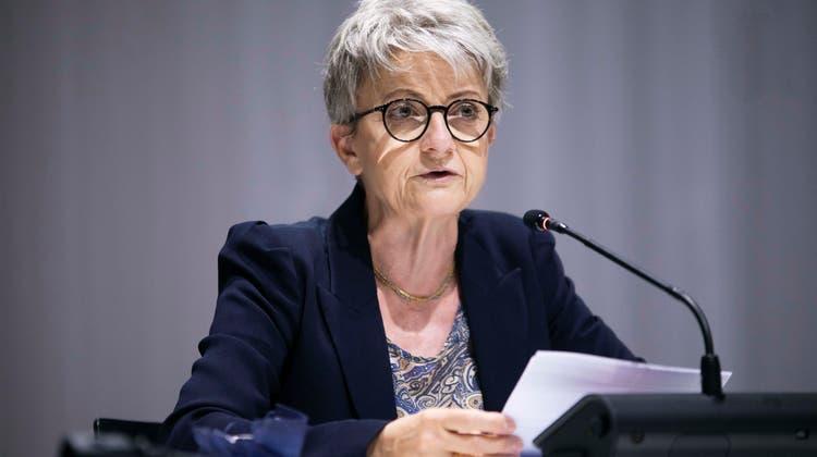 Die GrossrätInnen tagten am 22.06.21 das letzte Mal in der Umweltarena Spreitenbach: Kommissionspräsidentin Maya Bally. (Britta Gut)