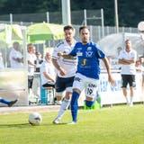 Uzwils FlügelspielerOrcun Cengiz hier im Laufduell gegen Marco Franin vom FC Gossau. (Bild: Andrea Stalder (Gossau, 04.09.21))
