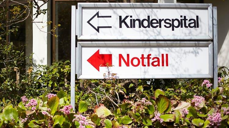 Schild vor dem Zürcher Kinderspital. (Archivbild) (Keystone)