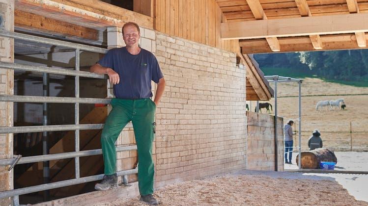 Hansueli Wyss. Mittlerweile konnte er mit dem Umbau seines Stalls beginnen. (Bild: José R. Martinez)