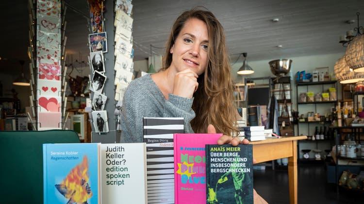 Katharina Alderin ihrem Bücherladen «Klappentext». (Bild: Ralph Ribi)