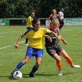 Captain Fabienne Gämperle(links) und der FFC Uzwil möchten gegen den FCZ mit gutem Zweikampfverhalten zum Erfolg kommen. (Bild: PD)