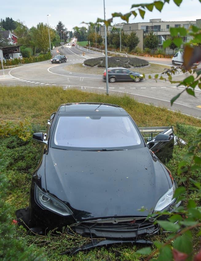 Beim Unfall wurde der Autofahrer mittelschwer verletzt.