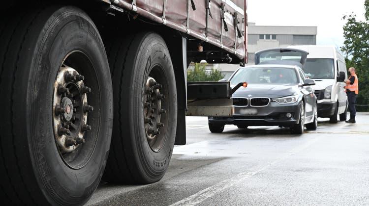 Rund 500 Fahrzeuge kontrolliert das Team des Verkehrsdienst jeden Monat hier in Oensingen. (Bruno Kissling)