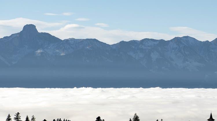 Der Hochnebel ist wieder da und bedeckt am Samstag grosse Teile der Ost-, Nordwest- und Zentralschweiz. (Symbolbild) (Keystone)