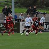 Die Bazenheider(in Rot/Schwarz) liefern eine gute Mannschaftsleistung ab und holen sich die Saisonpunkte 14 bis 16. (Bild: Beat Lanzendorfer)