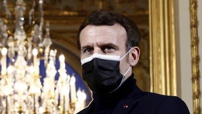 Entschlossener Blick: Frankreichs Präsdient Emmanuel Macron will das Pipeline-Projekt Nord Stream 2 stoppen - und stellt sich damit gegen die deutsche Kanzlerin Angela Merkel. (Christian Hartmann / AP)