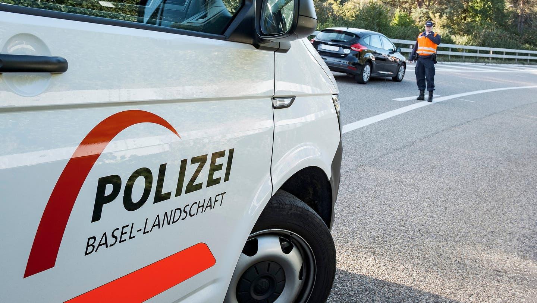 Autos in Brand geraten – Feuerwehr kann Schlimmeres verhindern ++ Festnahme nach Brandstiftungen in den beiden Basel