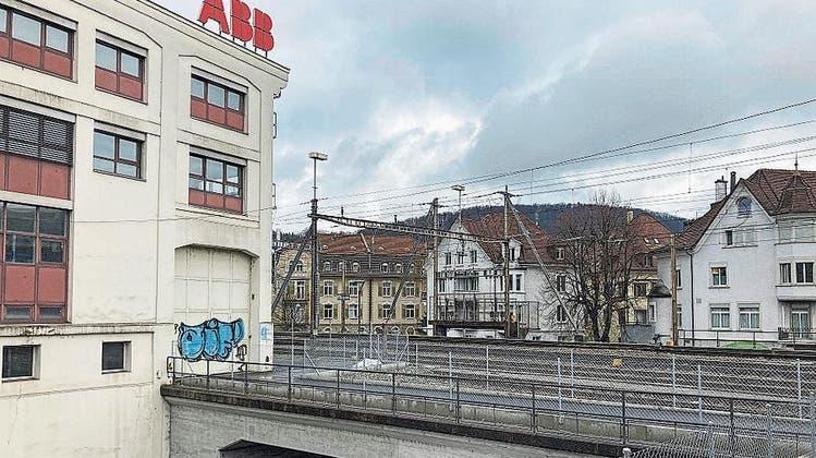 Neuer Fussweg entlang der Gleise: Künftig kein Warten mehr beim Trafoplatz