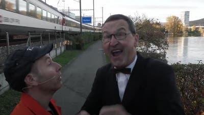 Die schönsten Seiten von Dietikon: Zwei Bahnhöfe und drei Autobahnanschlüsse - die Stadt sei gut erschlossen, schreit Herr Hitzig. (Screenshot: Youtube)