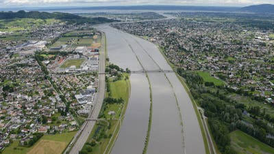 Der Rhein tritt über die Ufer, wie hier im Juli 2016 bei Diepoldsau. (Bild: PD)