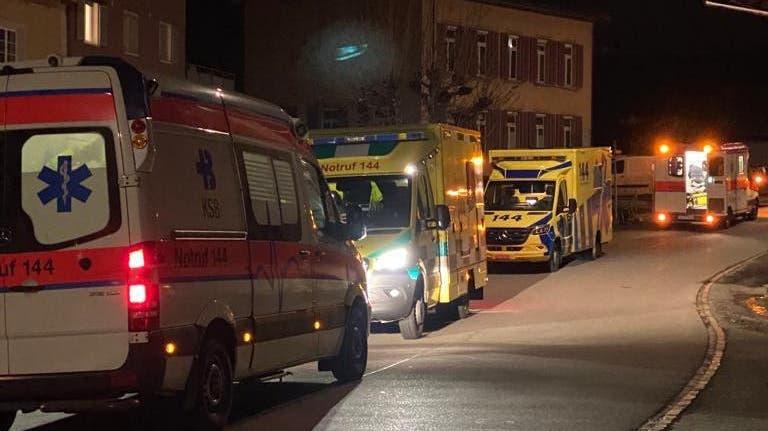 Mehrere Ambulanzen mussten nach Rümikon ausrücken – darunter auch Kräfte des Deutschen Roten Kreuz.