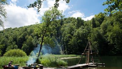 Der Egelsee in Bergdietikon ist ein beliebtes Ausflugsziel. Im Coronajahr 2020 waren unüblich viele Besucher im Naturschutzgebiet unterwegs. (Archivbild: Alex Spichale)