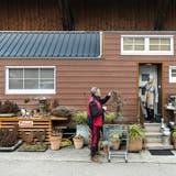 Sandro und Cornelia Huber leben in einem «Tiny House» im thurgauischen Affeltrangen. (Alexandra Wey / KEYSTONE)