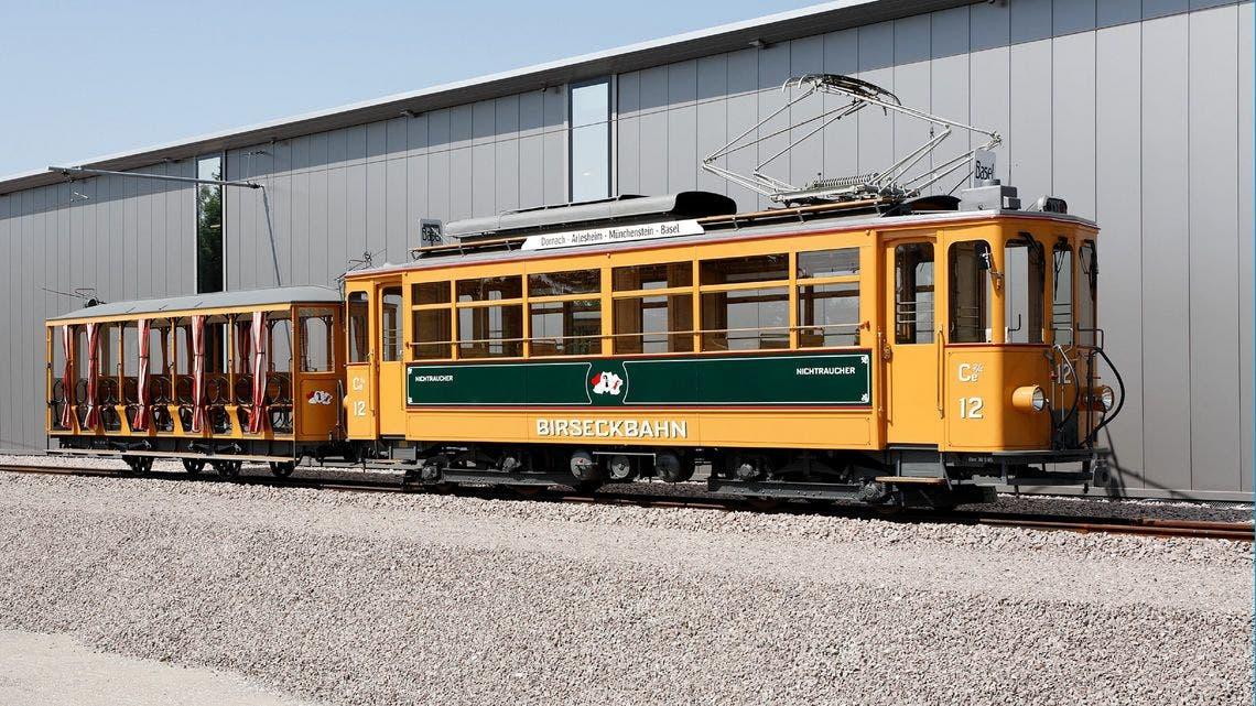 Ein Motorwagen der ehemaligen Birseckbahn mit Baujahr 1916. Die Birseckbahn fusionierte zum 1. Januar 1974 mit der Birsigthalbahn (BTB), der Trambahn Basel-Aesch (TBA) und der Basellandschaftlichen Ueberlandbahn (BUeB) zur Baselland Transport AG (BLT).