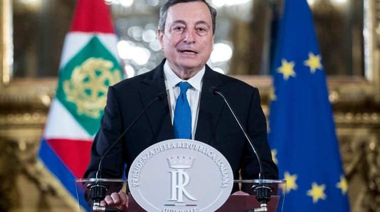 Kurz vor dem Ziel: Mario Draghi hat die Zusicherung der Fünf-Sterne-Bewegung. Damit steht seinem Griff nach dem Amt des Ministerpräsidenten nichts mehr im Weg. (Roberto Monaldo / Pool / EPA LAPRESSE POOL)