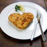Valentinstag-Menü:Cordonbleu in Herzform. (Hanspeter Bärtschi)