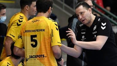 TVE-Trainer Zoltan Majeri (r.) verlangt von seinen Spielern auch für das schwierige Auswärtsspiel in Schaffhausen den unbedingten Glauben an den Sieg. (Bild: Alexander Wagner)
