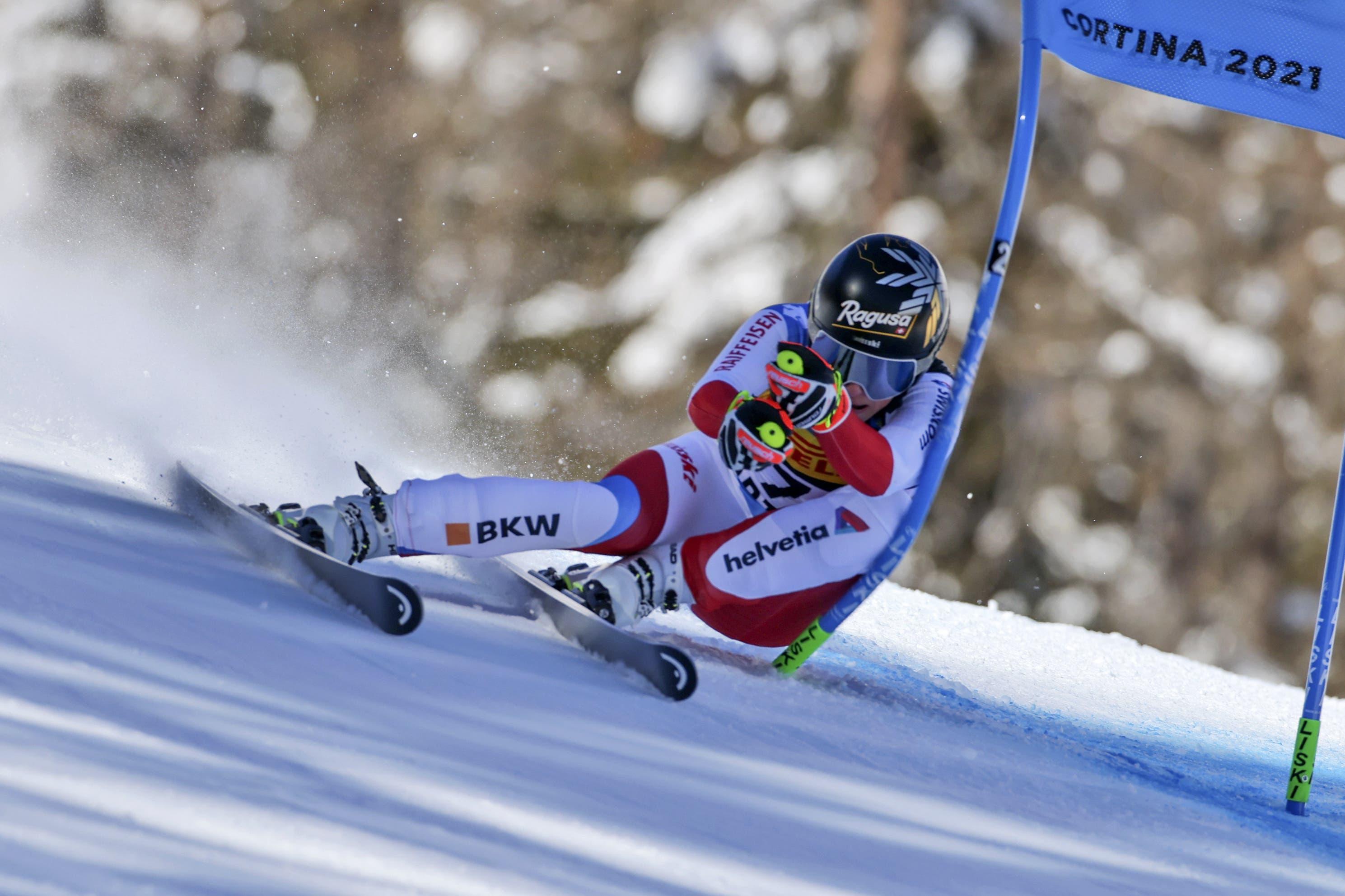 Lara Gut-Behrami ist Weltmeisterin! Die Tessinerin wählt beim Super-G in Cortina eine enge Linie.