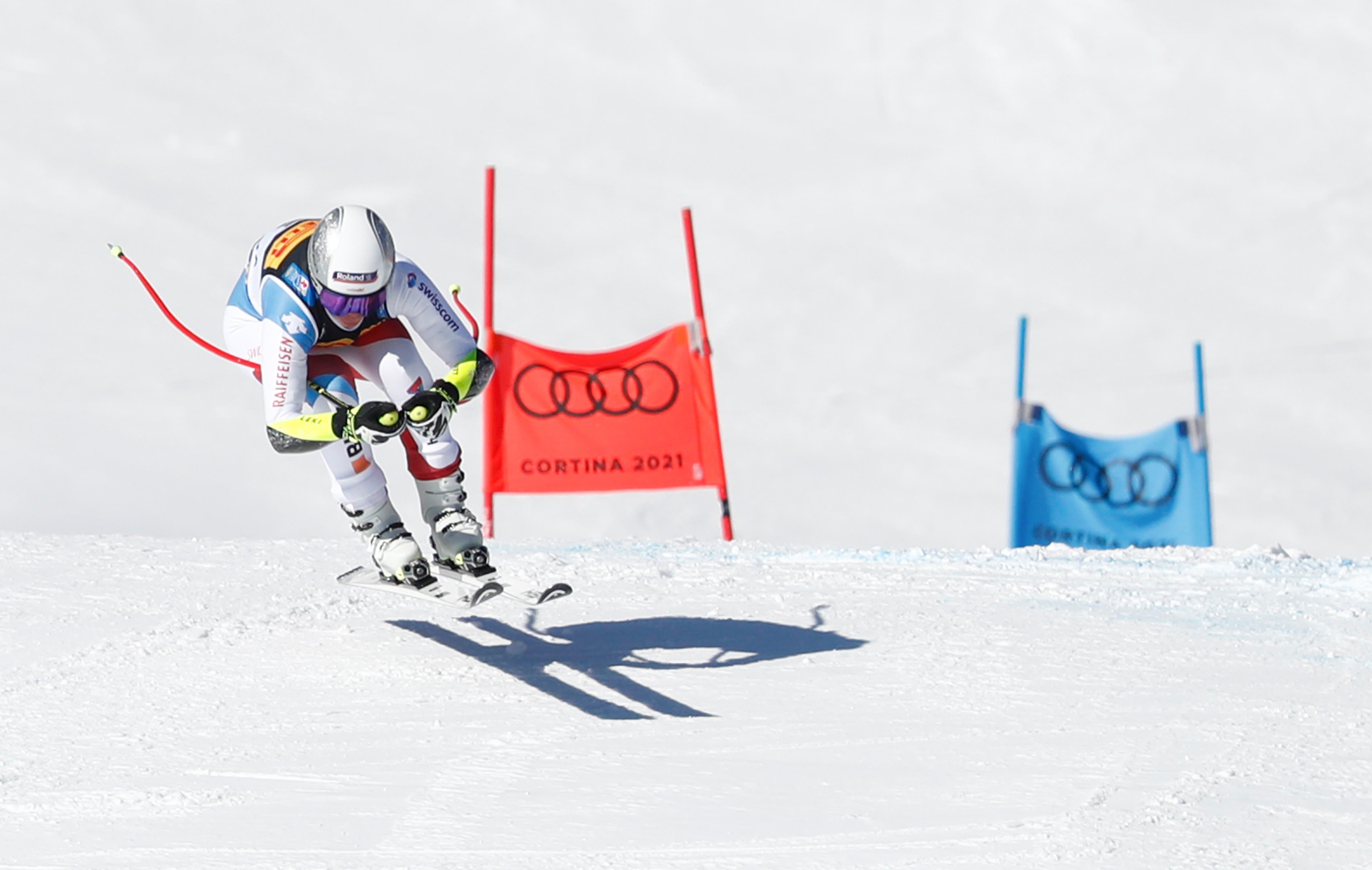 Corinne Suter krallt sich Silber. Die Schwyzerin fährt vor allem im Schlussabschnitt stark.