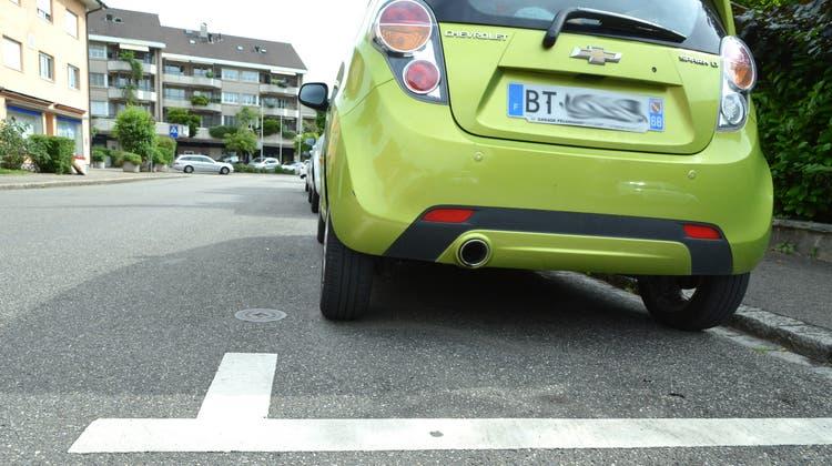 Die Allschwiler Strassenparkplätze sind beliebt bei Arbeitspendlern. (Nicole Nars-Zimmer)