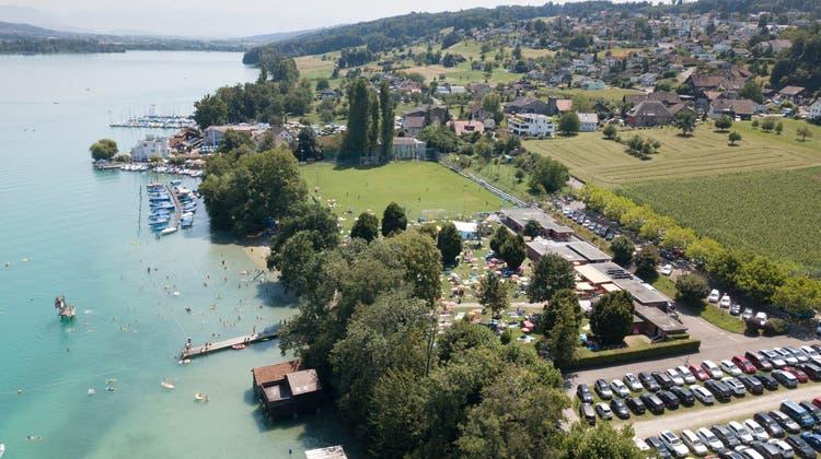 In Beinwil am See werden die Marken gegen gebührenpflichtige Abfallsäcke getauscht. (Michael Küng / Aargauer Zeitung)