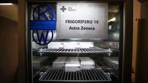 Der AstraZeneca-Impfstoff hat gegenüber seinen Konkurrenten einige Vorteile: Er ist günstiger und muss nicht so kühl gelagert werden. Derzeit machen aber Berichte über eine geringere Wirksamkeit die Runde. (Keystone)