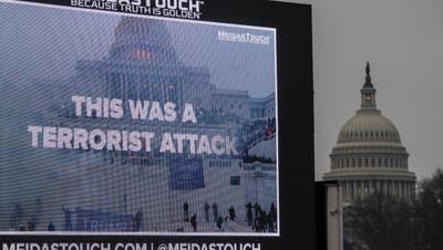 Werbetafel in Sichtweite des Kapitols: Wie neue Dokumente nahelegen, hätte es am 6. Januar noch viel schlimmer kommen können. (Jim Lo Scalzo / EPA)