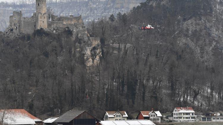 So nah kommen die sturzgefährdeten Bäume an die Häuser an der Römerstrasse in Balsthal. (Bruno Kissling)