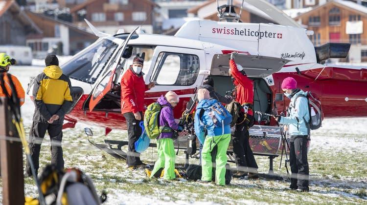 27 Personen wurden mit dem Rega-Heli gerettet. Sie sind wohlauf. (Bild: KEYSTONE (Lungern, 14. Februar 2021))