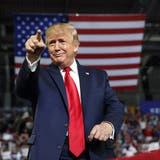 Schon zum zweiten Mal übersteht er einen Impeachment-Prozess: Ex-Präsident Donald Trump. (Carolyn Kaster / AP)