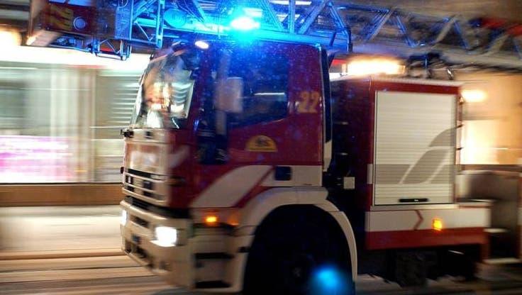 Bei einem Brand in einem Fahrzeugunterstand ist in der Gemeinde Turbenthal ein Sachschaden von mehreren zehntausend Franken entstanden. (Symbolbild) (Keystone/Martial Trezzini)