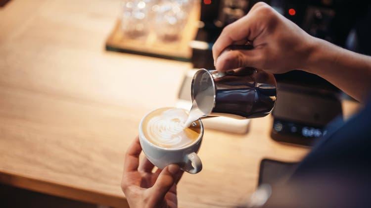 Die Einnahme von Koffein verändert laut einer Studie der Universität Basel die graue Substanz im Gehirn. (Symbolbild: Nomadsoul / www.imago-images.de)