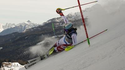 Wendy Holdener scheidet im Kombi-Slalom aus. (Gabriele Facciotti / AP)