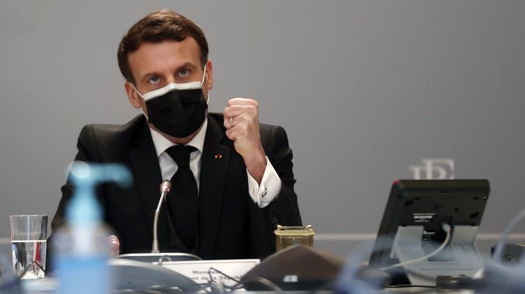 Greift gegen Islamismus in Frankreich durch: Staatspräsident Emmanuel Macron. (Ian Langsdon / Pool / EPA)