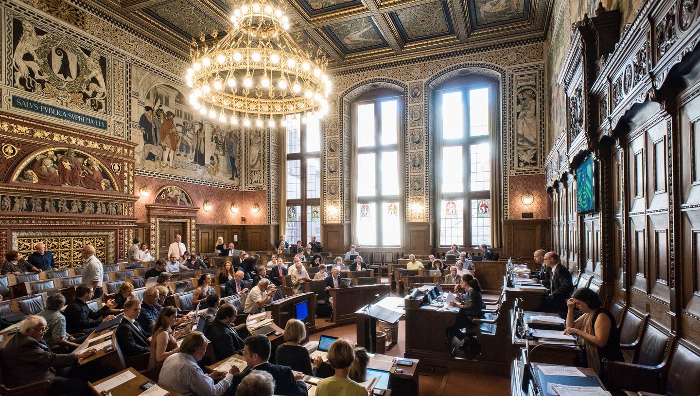 Der Grosse Rat von Basel-Stadt:Gewählt werden können alle Schweizerinnen und Schweizer, die älter als 18 Jahre sind und im Kanton wohnen. (Roland Schmid)