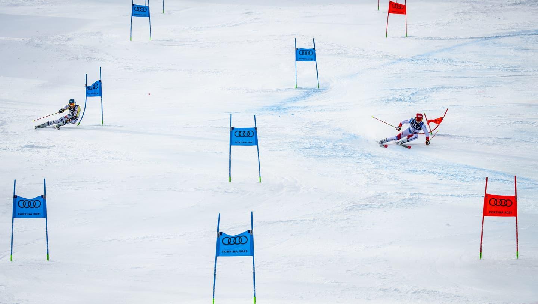 Loïc Meillard ist auf dem schnelleren roten Kurs unterwegs. (Jean-Christophe Bott / KEYSTONE)