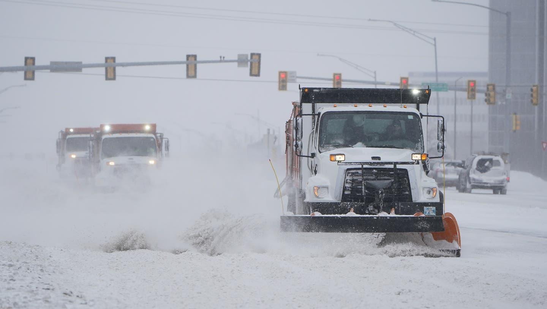 Der Schnee wird in Oklahoma City geräumt. (Bild: Keystone / Sue Ogrocki / AP)
