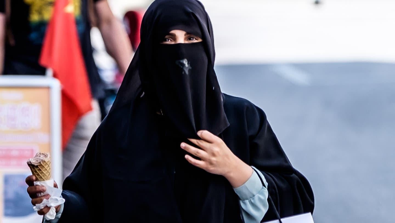In Interlaken gibt es besonders viele Touristen aus dem arabischen Raum. Die Frauen tragen oft Burka oder Niqab. (Archiv) (Mario Heller)