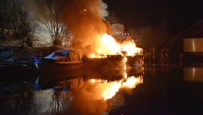 Beim Brand entstand ein Sachschaden von mehreren zehntausend Franken. (Bild: Kantonspolizei Nidwalden)