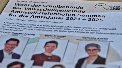 Das Volksschulgemeindelogo rechts oben verleiht dem Flyer der sechs Bisherigen einen offiziellen Anstrich. (Bild: Manuel Nagel(16. Februar 2021))