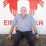 Mitte-Nationalrat und Braumeister Alois Gmür vor der Brauerei Rosengarten in Einsiedeln: Hier unterstützte er den Fasnachtsumzug und bereut nichts. (Bild: Mischa Christen (Einsiedeln, 16. Juni 2014))