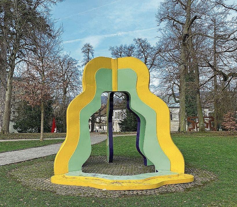 Poppig bunt und bewegt: «Sweet, sweet chapel, no wedding II» von Albert Siegenthaler, 1973, im Rathausgarten.
