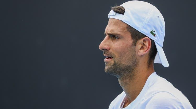 Wie viele seiner Kollegen kämpft Novak Djokovic derzeit mit Verletzungen. Diese seien auf die Bedingungen zurückzuführen. (Keystone)