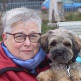 Mit ihrem Balonka-Rüden Cicero betreibt Heidy Bohren regelmässig Hundesport. (Margret Stöcklin)