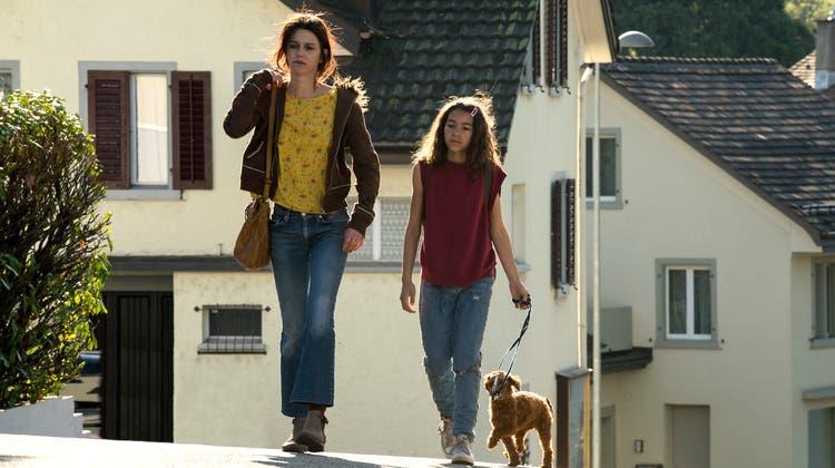 «Platzspitzbaby»:Sarah Spale(l.) und Luna Mwezi (r.) sind beide für den Schweizer Filmpreis als beste Darstellerin nominiert. (Aliocha Merker)