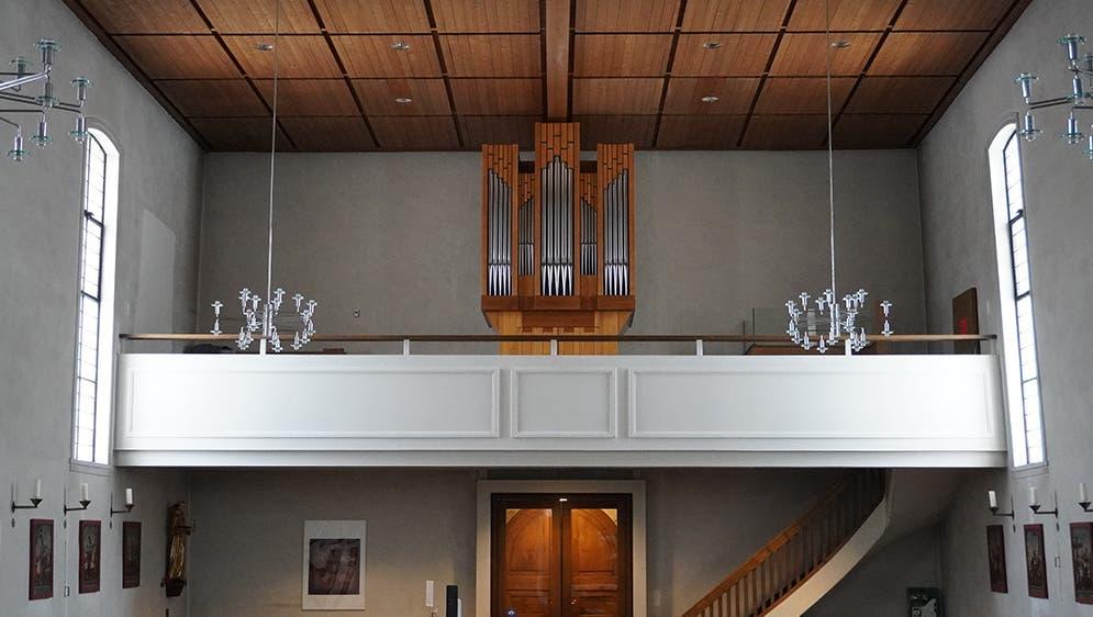 Die neue Orgel in der Wallfahrtskirche Heiligkreuz passt farblich zum Kirchenraum. Auch klanglich kann sie den Raum besser «ausfüllen» als die alte, kleinere Orgel. (Bild: PD)